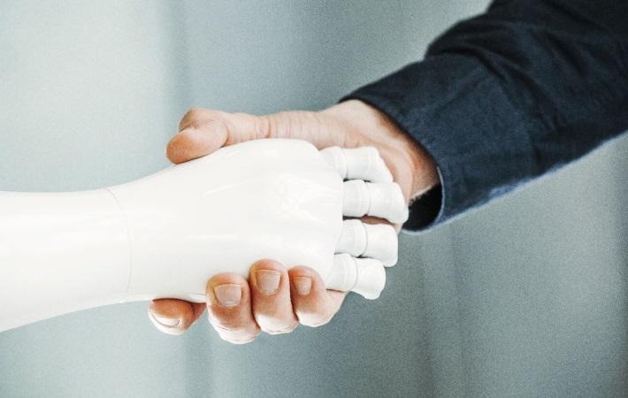Kommuner ser velfærdsteknologi som løsningen på manglende varme hænder
