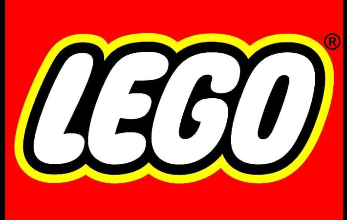Her skabes formen - LEGO Prototyping & Mold Manufacturing