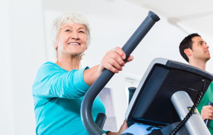 Virtuel træning skal gøre motion til en leg i ældreplejen