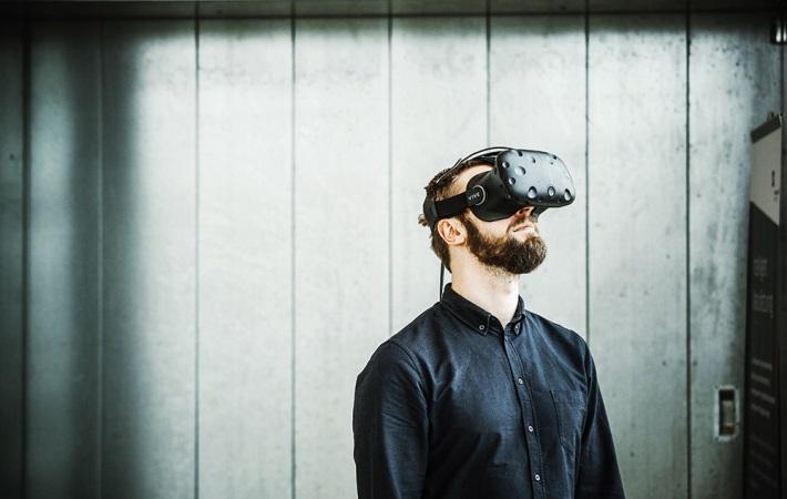 Virtual Reality skal forberede SOSU-elever på virkeligheden og afhjælpe frafald