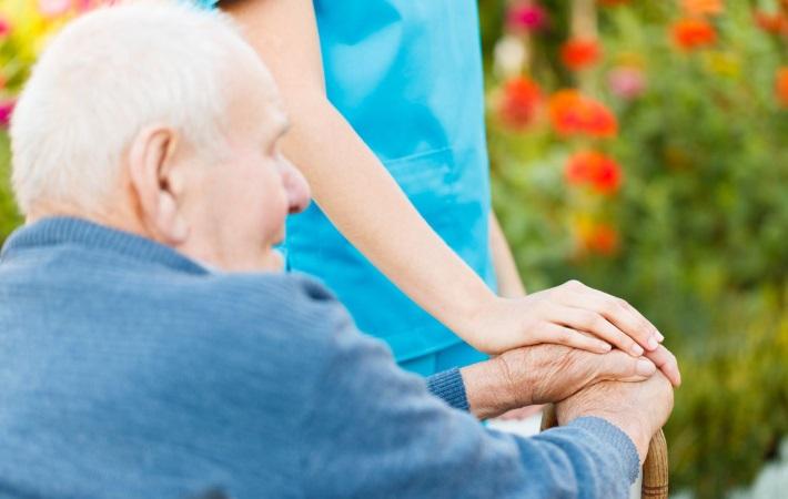 Bliv klogere på digitalt understøttet træning af ældre i hjemmeplejen