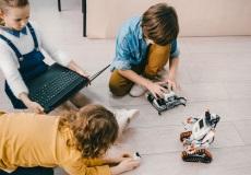 Ny kommunal strategi: Børn og robotter skal lege sammen i en tidlig alder