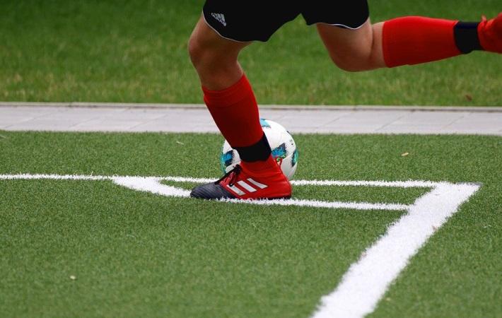 Demensdans og gå-fodbold skal lokke ældre borgere til at motionere