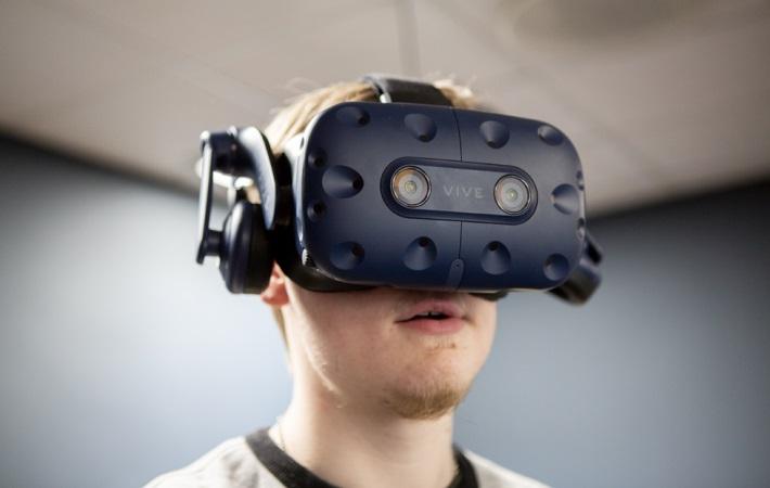 Unge med autisme ser verden i øjnene gennem virtual reality-briller